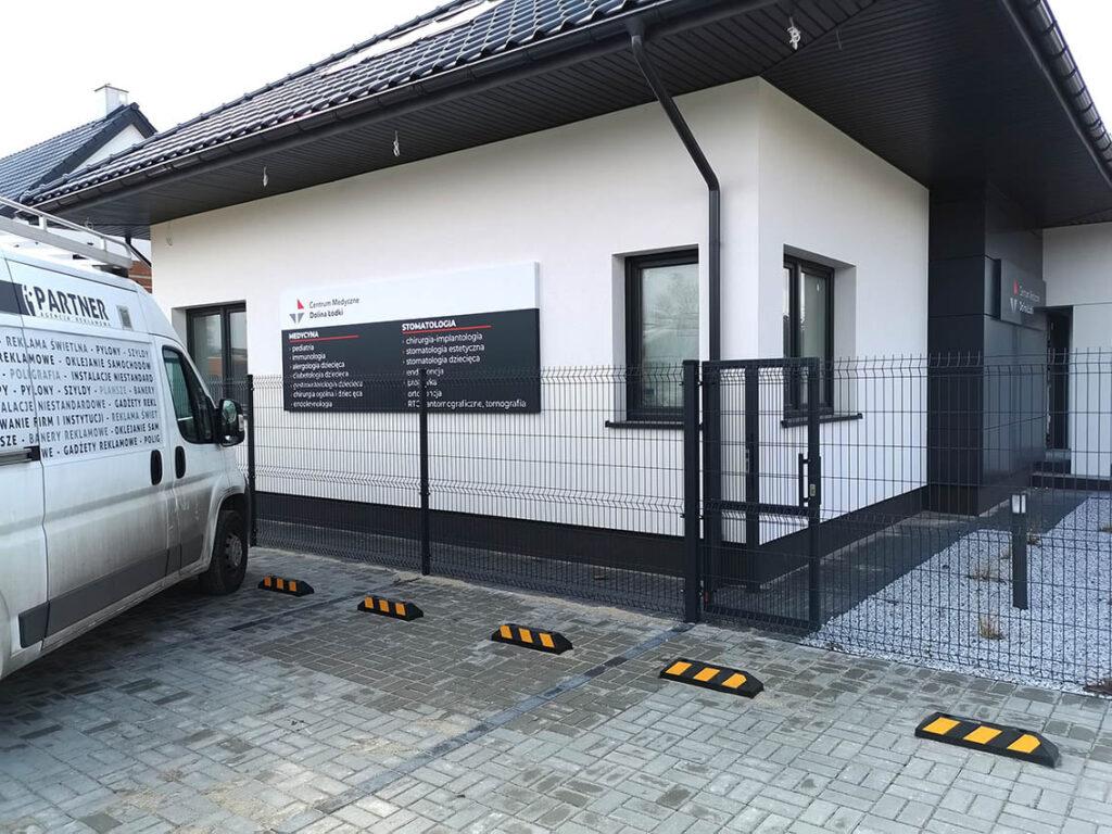 Centrum Medyczne Dolina Łódki - kaseton z dibondu