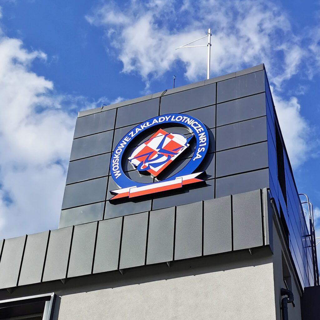 Wojskowe Zakłady Lotnicze - podświetlany kaseton z dibondu