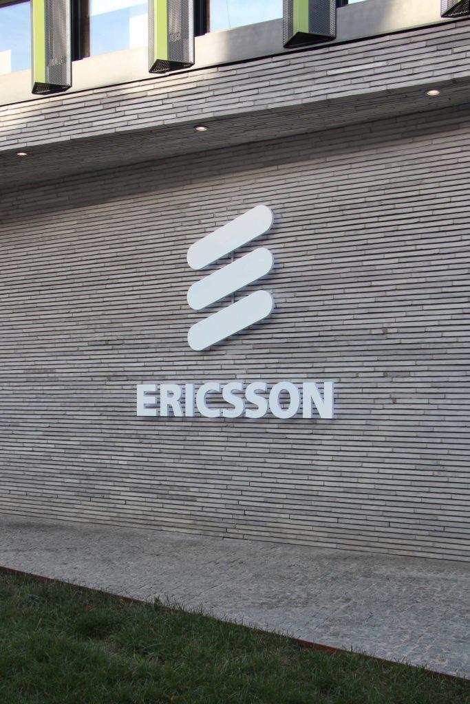 logo litery podświetlane z efektem halo