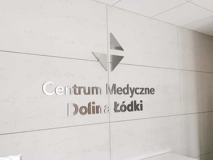 Centrum Medyczne Dolina Łódki - logo z blachy nierdzewnej
