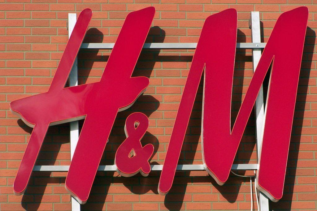 Litery przestrzenne podświetlane LED - H&M