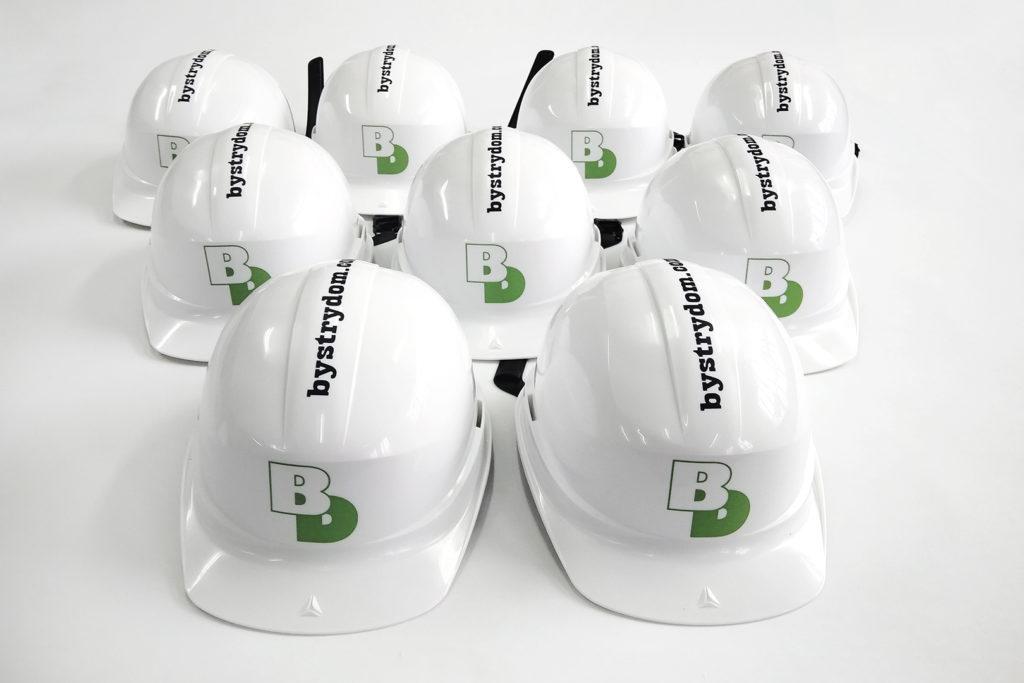 Kaski budowlane z logo firmy