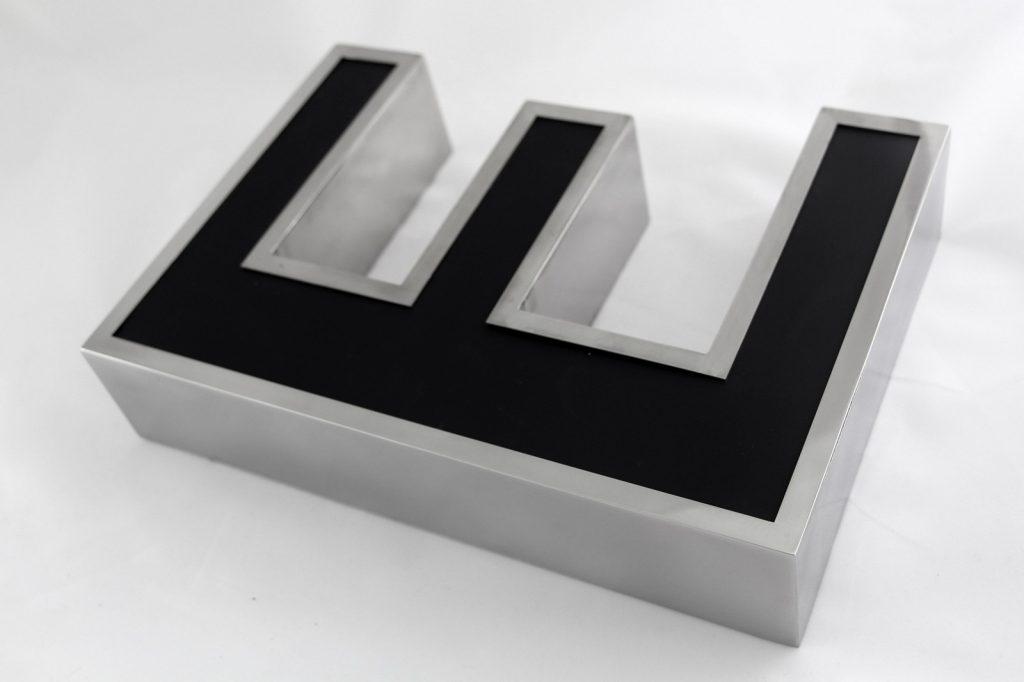 metalowa litera podświetlana led black & white łódź - www.partner-reklama.pl