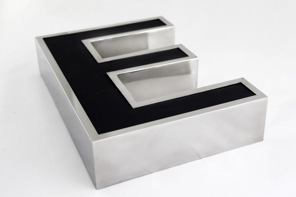 metalowe litery podświetlana led black & white łódź - www.partner-reklama.pl